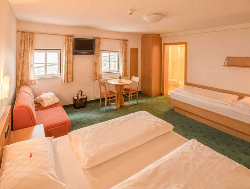 Camera a tre letti piccolo hotel gurschler hotel a - Camera con tre letti ...